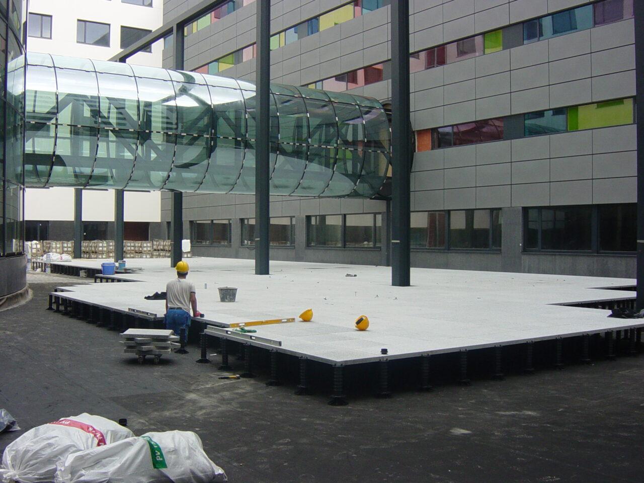 Terras betontegels AZ Damiaan ziekenhuis in Oostende3