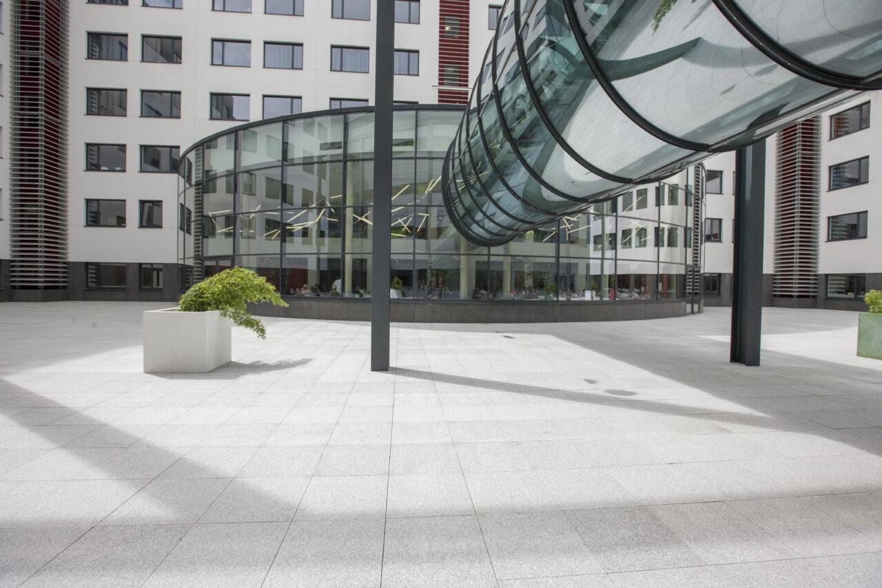 Terras betontegels AZ Damiaan ziekenhuis in Oostende6